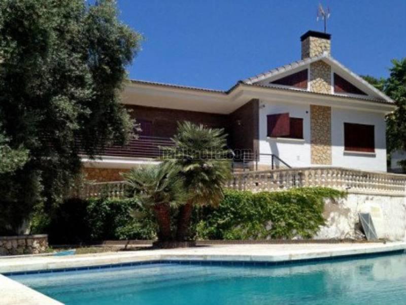Casa por en cam francesos dels unifamiliar for Piscina tiana