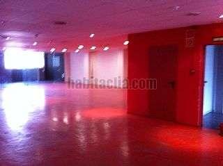 Solar urbano en Barcelona, Poblenou. Edificio corporativo sola de 4 plantas Llul,145