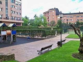 Alquiler Piso en Oviedo. 2 piscinas,2 pistas de padel y parking incluido Calle jose manuel fuente,9